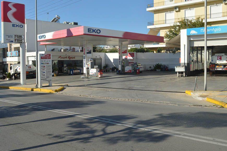Komis Oil: Το πλυντήριο του πρατηρίου κάνει τα αυτοκίνητα να λάμπουν