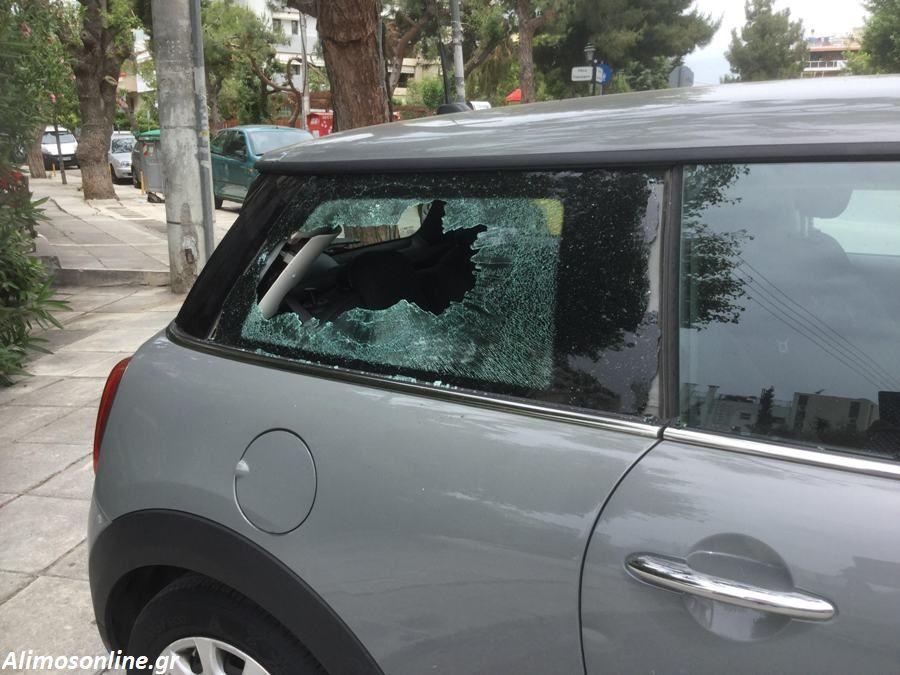 Κουκουλοφόροι έσπασαν αυτοκίνητα στην οδό Ταξιαρχών στο Καλαμάκι