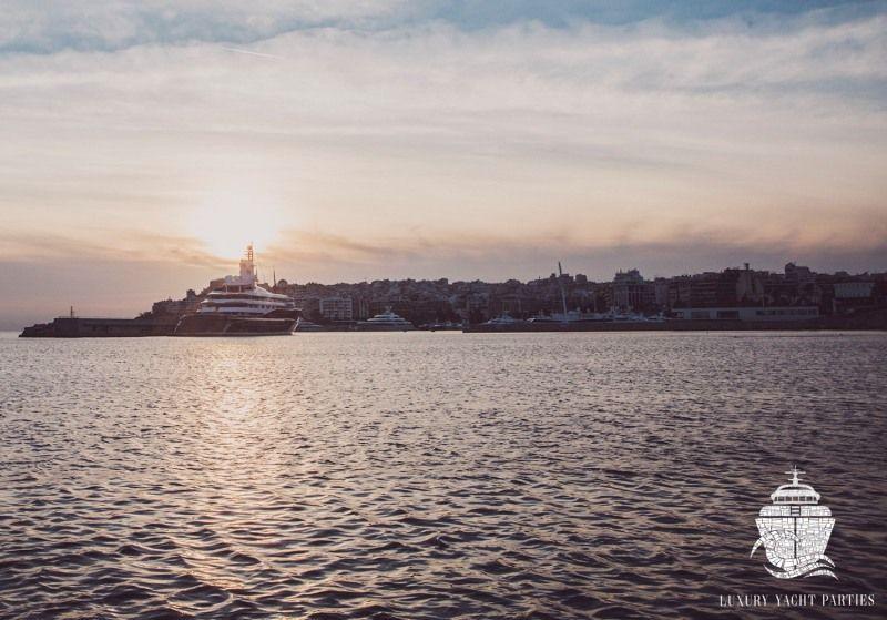 H Luxury Yacht Parties ξεκινά τη σεζόν με ένα wine party εν πλω, με αφετηρία τη Μαρίνα Αλίμου