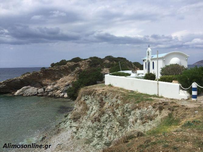 Το μικρό εκκλησάκι στα Νότια που εικονογράφησε ο Δημήτρης Μυταράς