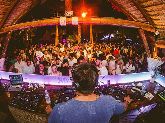 O Kiko Navarro γιορτάζει απόψε τα 15 χρόνια του Bolivar Beach Bar