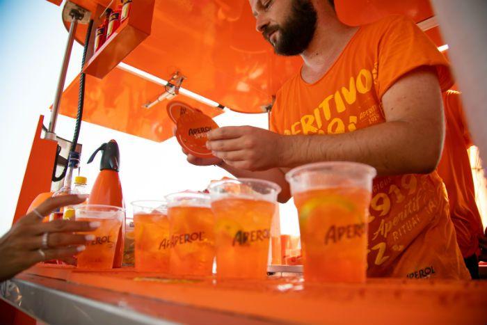 Τα Ultimate Orange Parties by Aperol Spritz επιστρέφουν και ξεκινούν αύριο από τα Νότια Προάστια