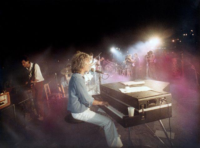 Σαν σήμερα, 34 χρόνια πριν, έγινε το «Πάρτι στη Βουλιαγμένη» του Λουκιανού Κηλαηδόνη
