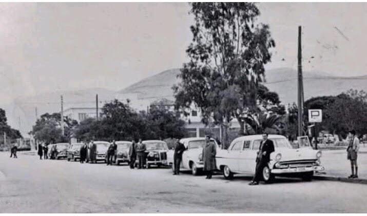Τα πειρατικά ταξί στην πλατεία της Γλυφάδας