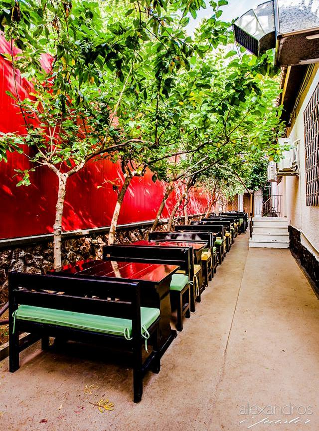 Ο' Canto Pub: Ένας καταπράσινος κήπος και οι κρύες μπύρες είναι ό,τι χρειαζόμαστε τα καλοκαιρινά βράδια στον Άλιμο