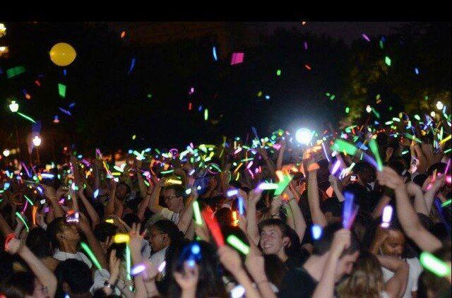 To bar «Εκεί» παίρνει τα glow stick και «κατεβαίνει» για ακόμη ένα πάρτι στον Άλιμο