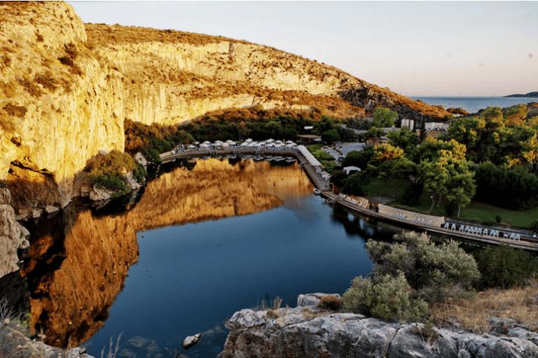 Ηλιούπολη: Ιαματικά μπάνια στη Λίμνη Βουλιαγμένης με ειδική τιμή για τους δημότες και τους κατοίκους