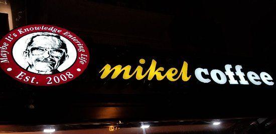 «Μikel» ετοιμάζεται στην πλατεία Γλυφάδας