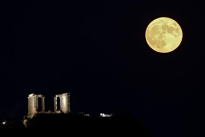 Φωτογραφίες από την πανσέληνο σε Αθήνα και Σούνιο