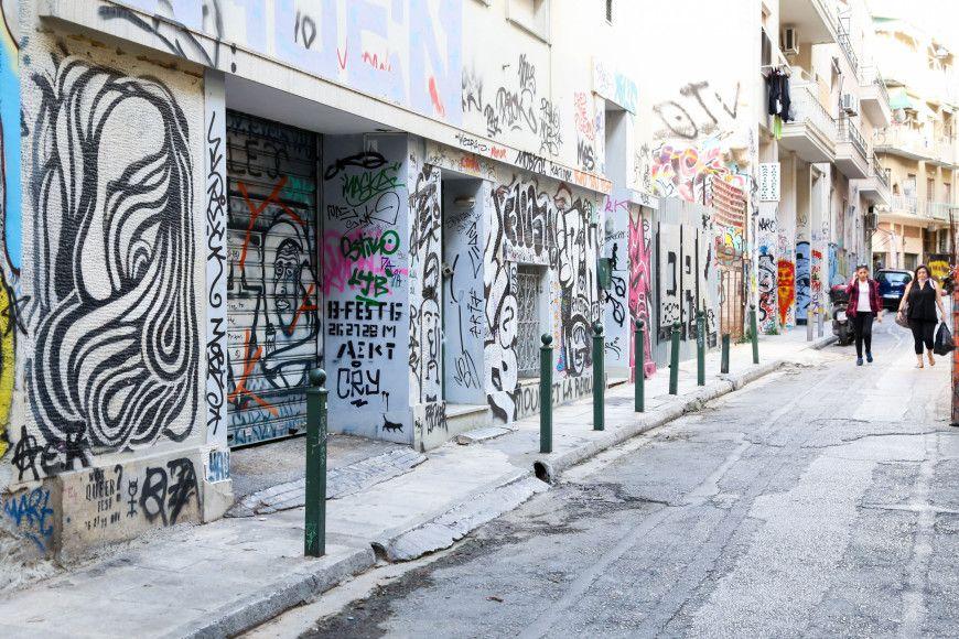 Η μουτζουρωμένη Αθήνα - Το Associated Press σχολιάζει την ασχήμια των tags και των γκράφιτι