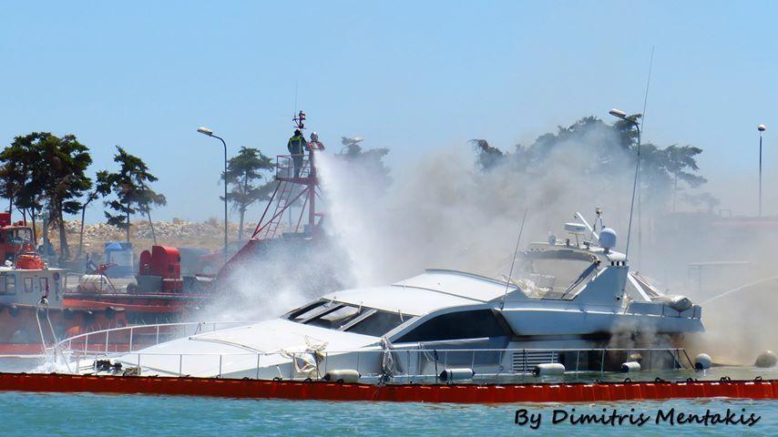 Δεν υπήρξε θαλάσσια ρύπανση από τη φωτιά στη Μαρίνα Γλυφάδας, σύμφωνα με τον Δήμαρχο Γλυφάδας
