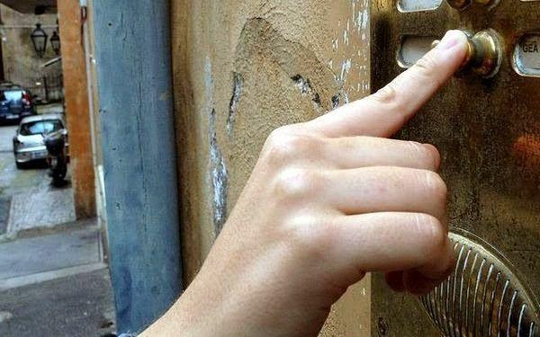 Καλαμάκι: Προσποιούμενοιτους υπαλλήλους της ΔΕΗ προσπαθούν να μπουν σε πολυκατοικίες