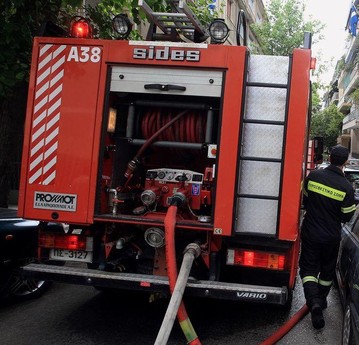 Φωτιά ξέσπασε σε διαμέρισμα στην Ηλιούπολη
