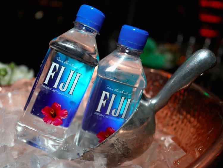 Το εμφιαλωμένο νερό «Fiji» θα το βρεις στο Local's