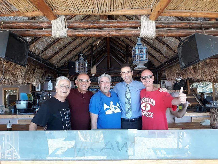 Οι 3 παραγωγοί του Alimos Web Radio και ο d.j. James βάζουν φωτιά στα decks του Macaw