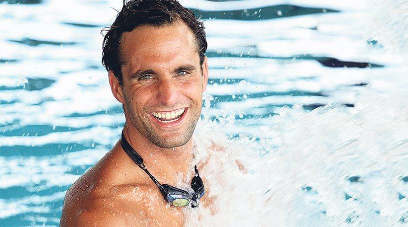Ο Γιάννης Δρυμωνάκος έρχεται για μία ημέρα στο Κολυμβητήριο Αλίμου ώστε να συναντήσει τα Αλιμιωτάκια