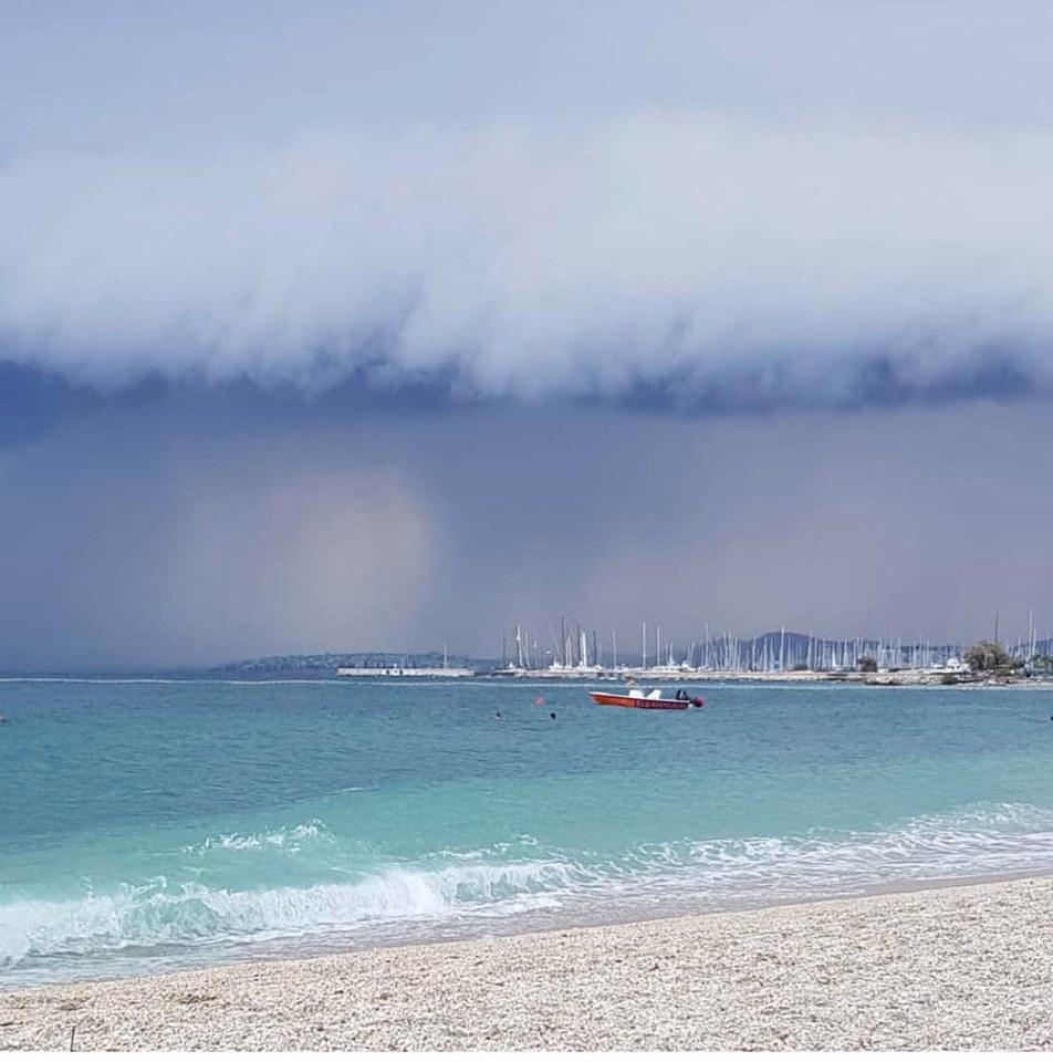 Η απόκοσμη εικόνα από την παραλία Αλίμου
