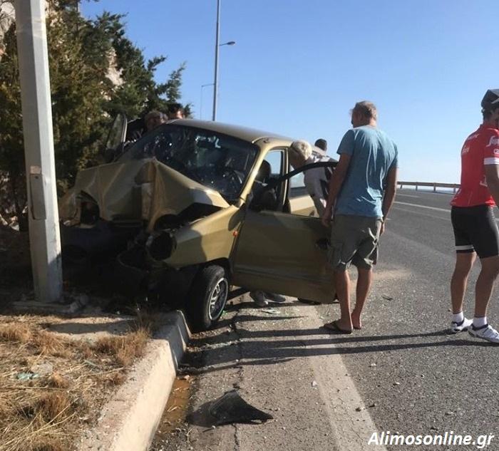 Τροχαίο ατύχημα έγινε στη Βάρκιζα