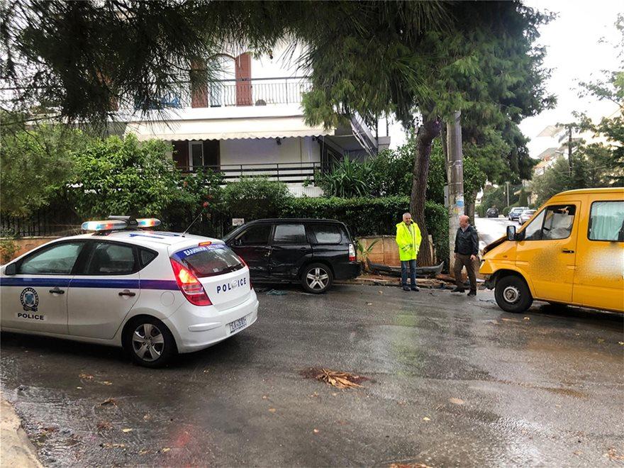 Βούλα: Τροχαίο ατύχημα με σχολικό λεωφορείο – Τραυματίστηκαν 5 παιδιά