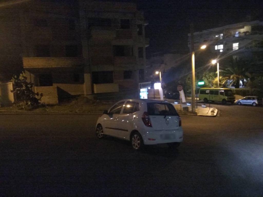 Μαρίνου Αντύπα και Ηγησιπύλης: Παρκαρισμένο στη μέση του δρόμου