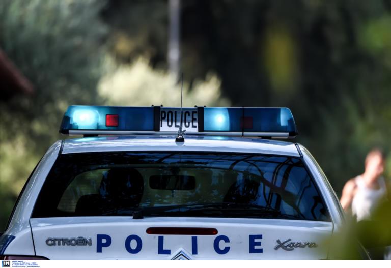 Άγιος Δημήτριος: Άγνωστοι «μπούκαραν» με αυτοκίνητο σε τράπεζα και ανατίναξαν ΑΤΜ
