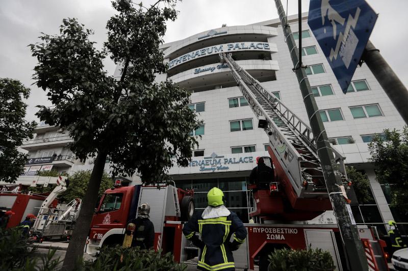 Φωτιά σε ξενοδοχείο στη Συγγρού -Απεγκλωβίστηκαν 5 άτομα