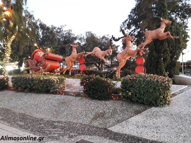 Το χριστουγεννιάτικο χωριό της Γλυφάδας είναι ένας από τους λόγους να την επισκεφτείς πριν τελειώσουν οι γιορτές