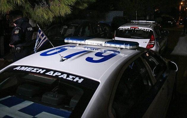 Ένοπλος και μεθυσμένοι έκαναν γυαλιά καρφιά γνωστό μπαρ στη Γλυφάδα