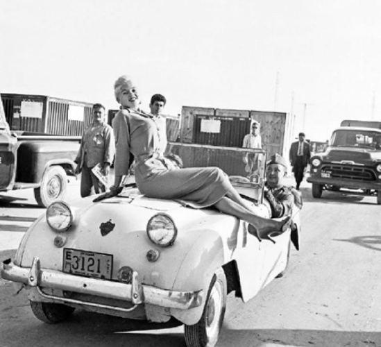 Όταν η Τζέιν Μάνσφιλντ φωτογραφήθηκε στο Ελληνικό