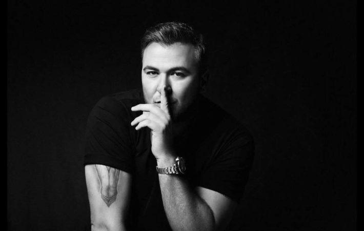 Ο Αντώνης Ρέμος έρχεται στα Νότια Προάστια για μία συναυλία