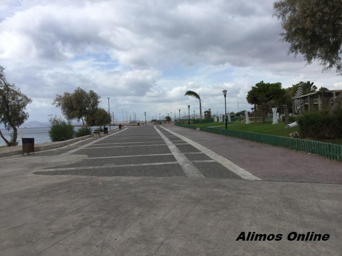 Βόλτα στον πεζόδρομο της παραλίας, υπό τους ήχους του Alimos Web Radio
