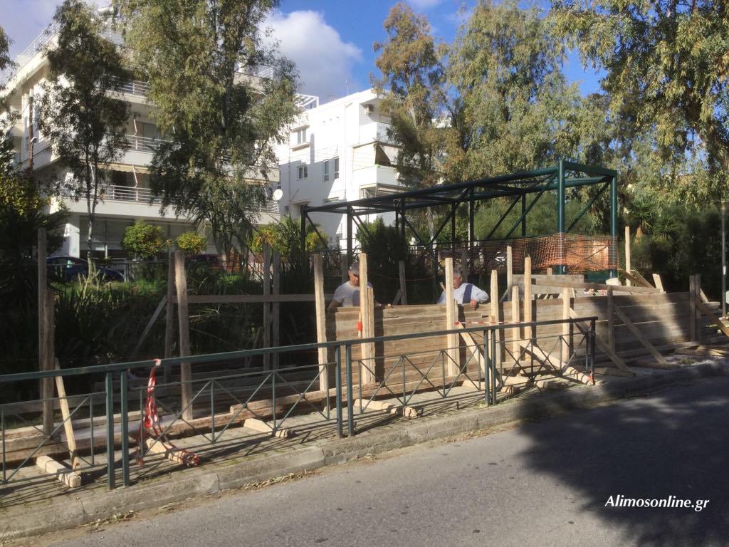 Ράμπα για ΑμεΑ κατασκευάζεται στο γεφυράκι του ρέματος  του Αγίου Δημητρίου