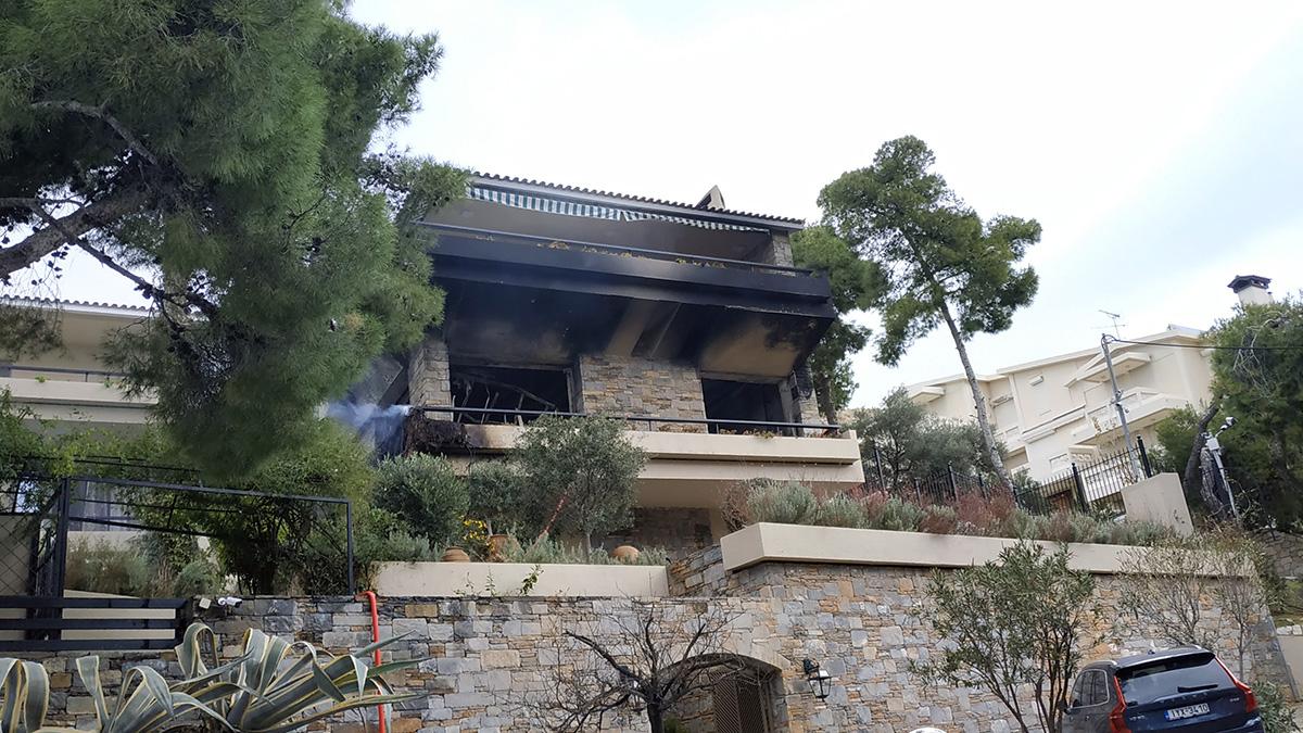Video από τη φωτιά στη μονοκατοικία στη Βουλιαγμένη
