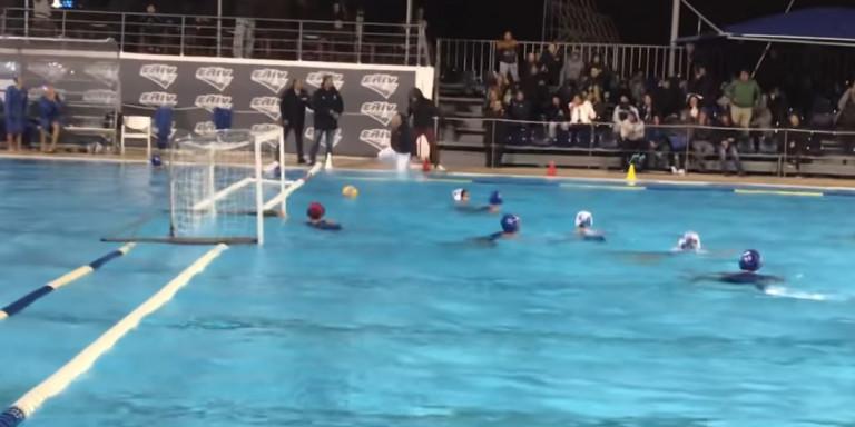 Γλυφάδα: Φίλαθλος πέταξε τον διαιτητή στην πισίνα σε αγώνα πόλο