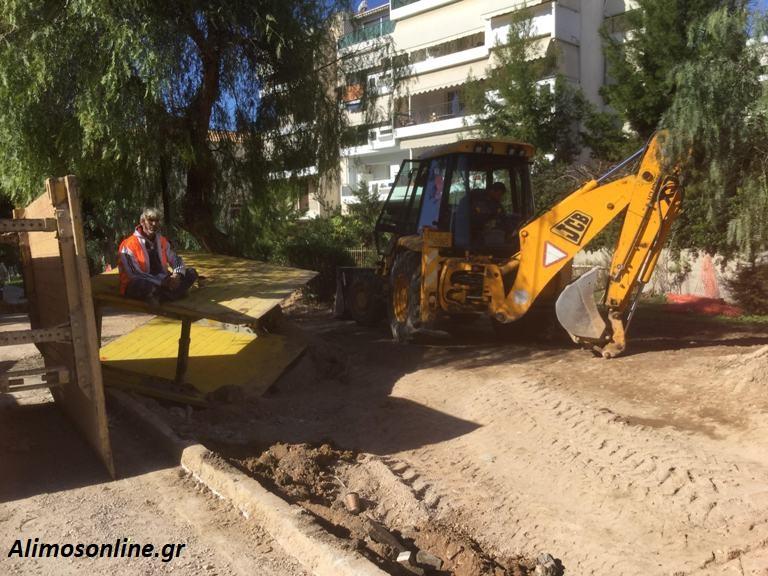 Οδός Αγ. Δημητρίου: Σε φάση αποκατάστασης του πεζοδρομίου μετά την μεγάλη βλάβη σε σωλήνα της ΕΥΔΑΠ