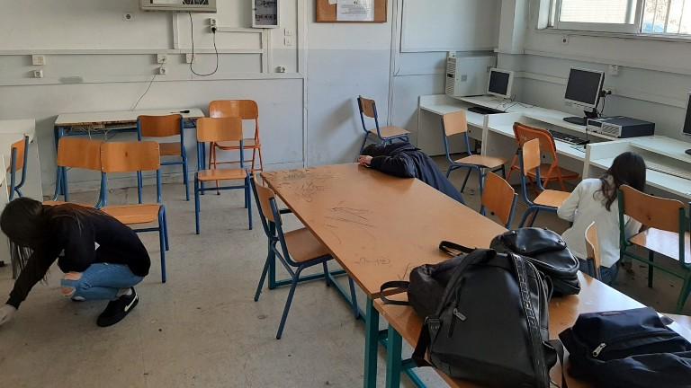 Οι μαθητές του ΕΠΑΛ Αλίμου καθάρισαν την τάξη τους