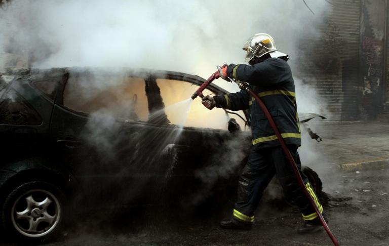 Εμπρηστική επίθεση σε αυτοκίνητο στη Γλυφάδα