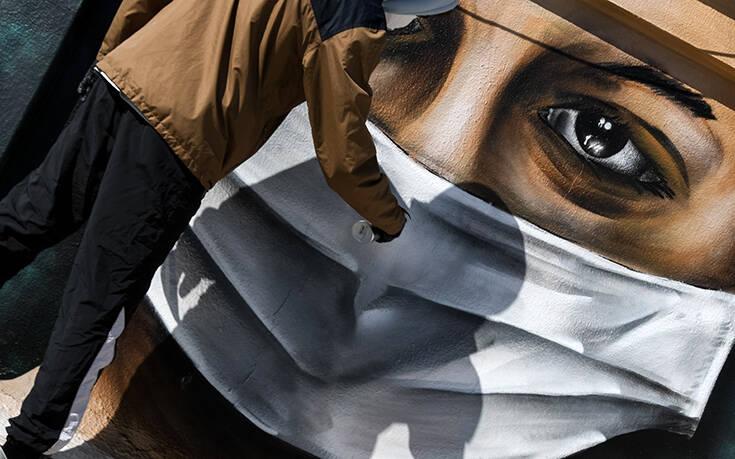 Το γκράφιτι σε ταράτσα της Αθήνας που είναι εμπνευσμένο από τον κορωνοϊο