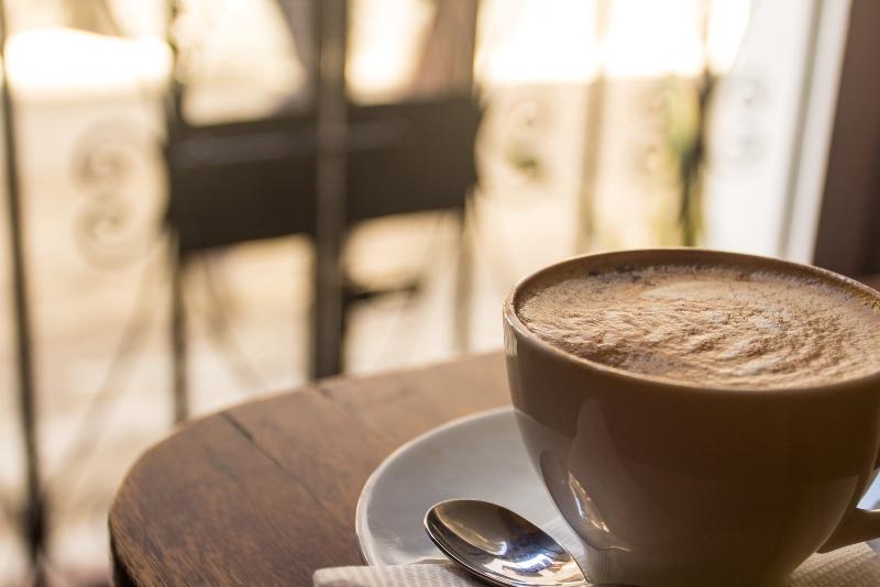 Τι θα έλεγες να βγεις για καφέ….στην αυλή σου;