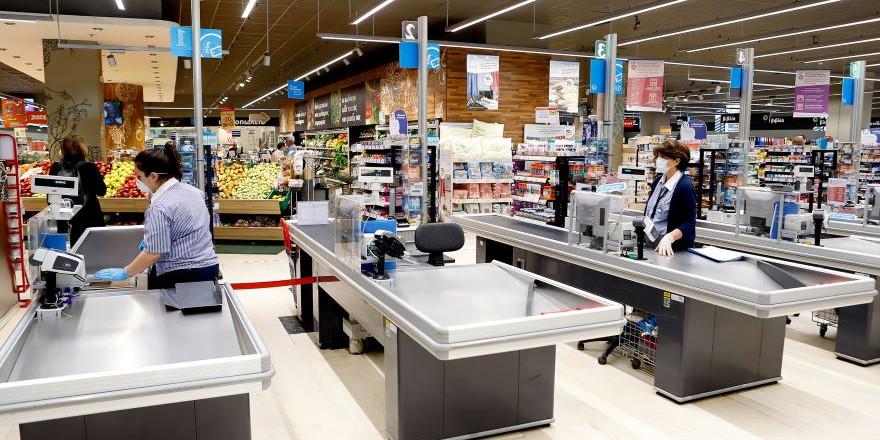 Κορωνοϊός: Τα σούπερ μάρκετ τοποθετούν τζάμια στα ταμεία και αυξάνουν τα αντισηπτικά