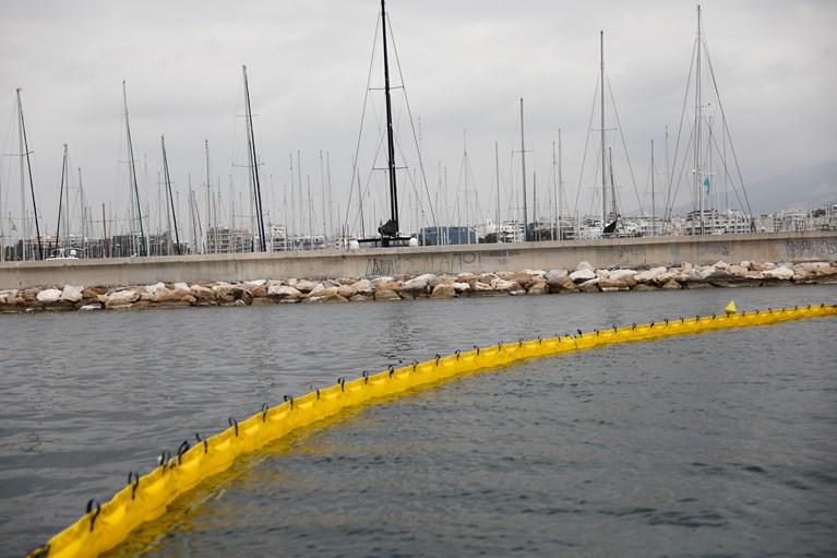 Παράνομη είσοδος σκαφών αναψυχής στη μαρίνα Αλίμου - Τοποθετήθηκε πλωτό φράγμα