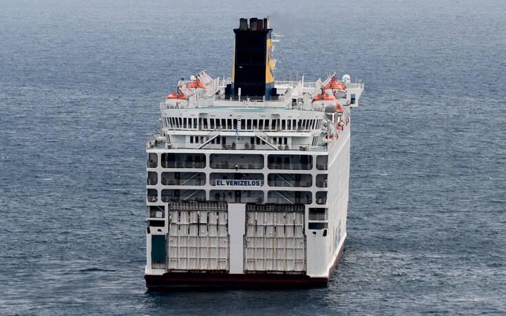 Στο λιμάνι του Πειραιά το «Ελ.Βενιζέλος» με τα 119 θετικά κρούσματα κορονοϊού