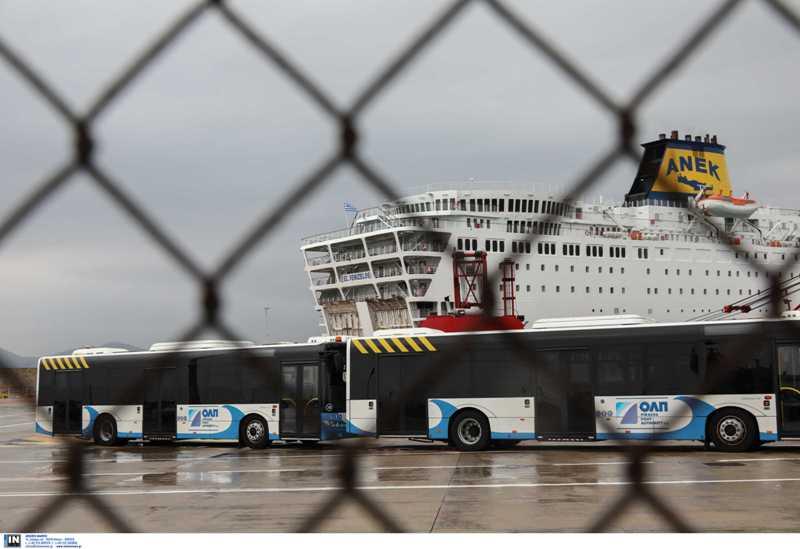 Γλυφάδα: «Μπλόκο» αστυνομικού στη πρόξενο της Τουρκίας που ήθελε να μπει στο ξενοδοχείο με τα 119 επιβεβαιωμένα κρούσματα
