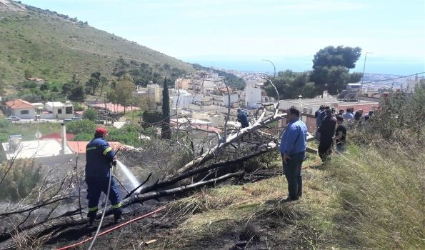 Ο Δήμος Ηλιούπολης πρόλαβε την πρώτη πυρκαγιά στον Υμηττό
