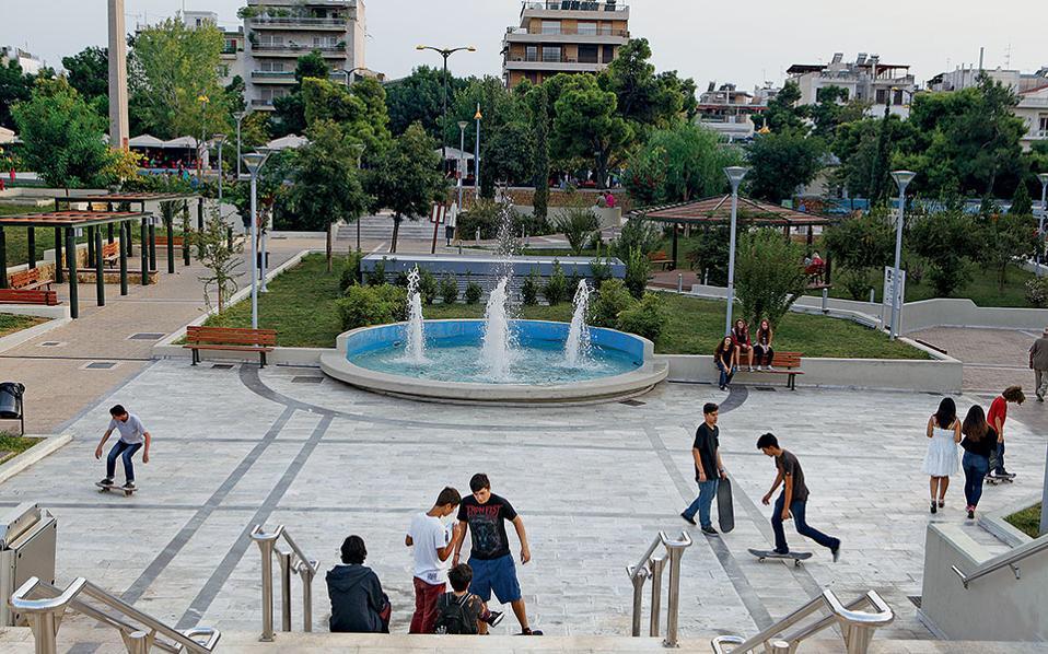 Ανοιχτό το ενδεχόμενο να κλείσει η πλατεία Νέας Σμύρνης αν οι πολίτες δε τηρήσουν τα μέτρα