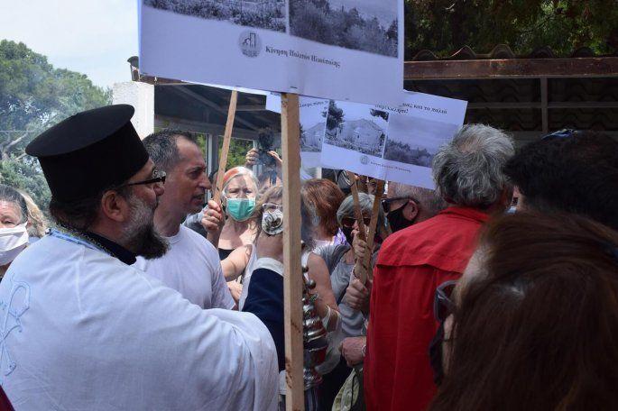 Ηλιούπολη: Περίπου 150 άτομα κλείστηκαν σε εκκλησία και αρνούνταν να βγουν