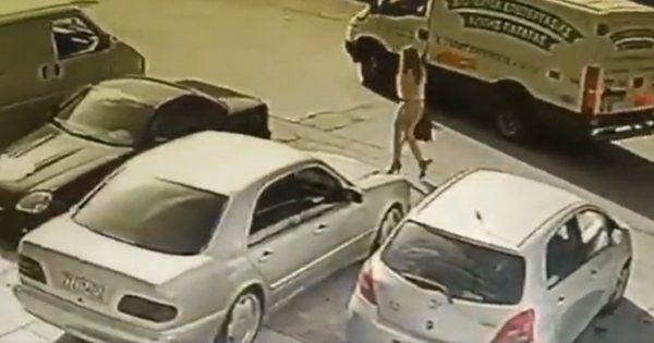 Επίθεση με βιτριόλι στην Καλλιθέα: Οι αρχές δηλώνουν πως δε θα είναι δύσκολο να εντοπιστεί η μαυροφορεμένη γυναίκα