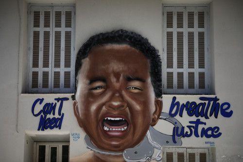 To graffiti στο κέντρο της Αθήνας προς τιμήν του Τζορτζ Φλόιντ