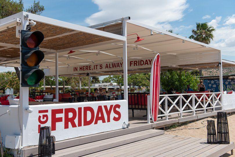 Άνοιξαν τα TGI Friday's στο Varkiza Resort