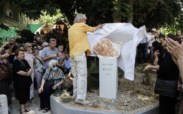 Τα Εξάρχεια τιμούν την Αρλέτα με ένα γλυπτό αφιερωμένο στη μνήμη της